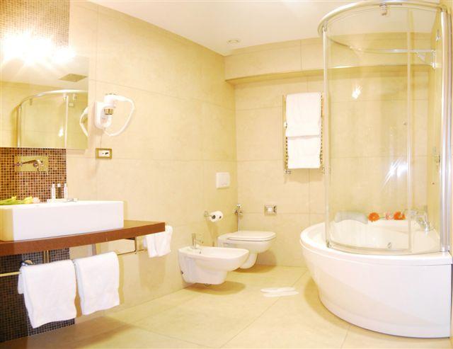 Camere hotel caserta albergo a caserta hotel jolly caserta - Bagno con vasca ...